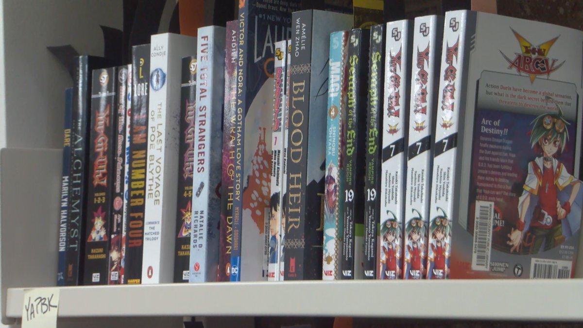 Rotary Club donates books to Warren County Public Library (WBKO)