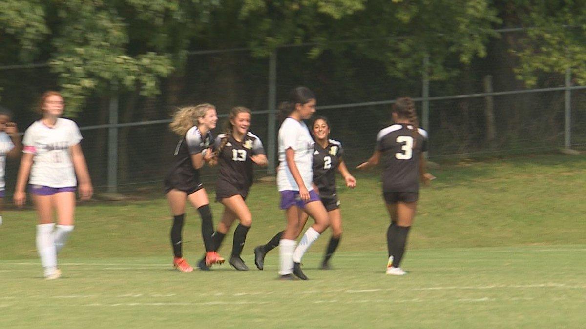 Bowling Green girls shutout male in 4-0 victory