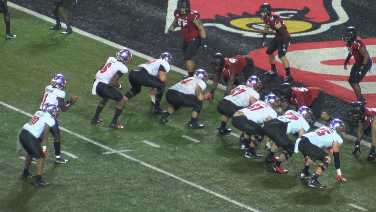 WKU Hilltoppers fall to the Louisville Cardinals 35-21.