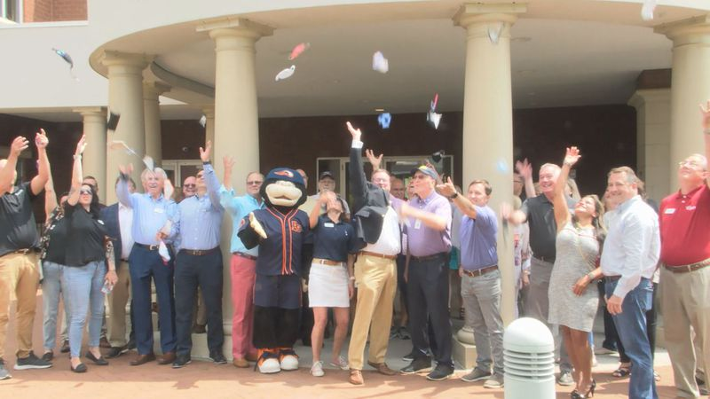 Chamber holds 'Back in Business' ribbon cutting