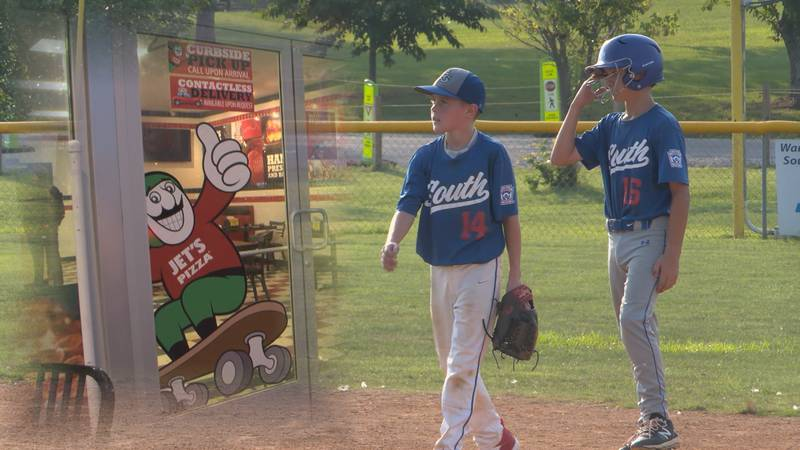 Jet's Pizza to host fundraiser for local little league team.