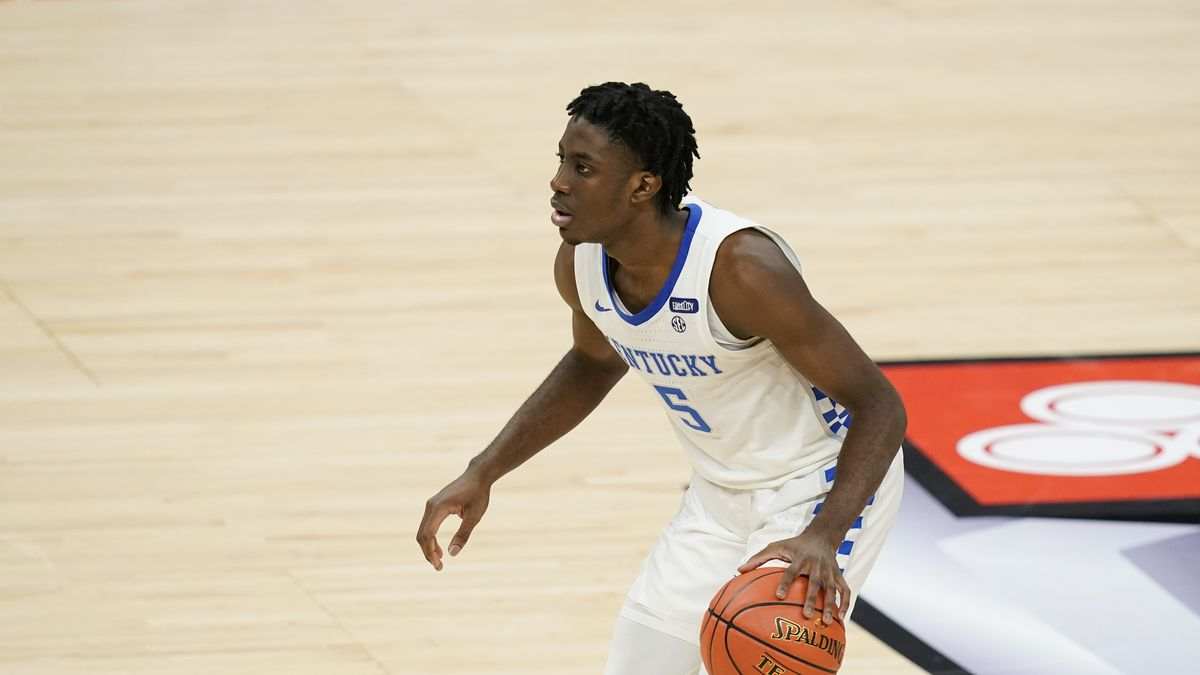 Kentucky's Terrence Clarke (5) dribbles during the second half of an NCAA college basketball...