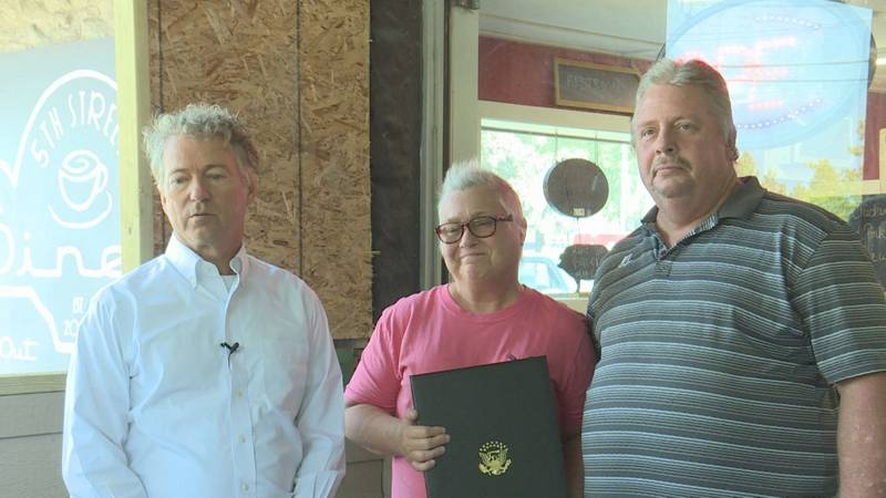 On Tuesday, Senator Rand Paul made a stop in Bowling Green at Lisa's Fifth Street Diner to...