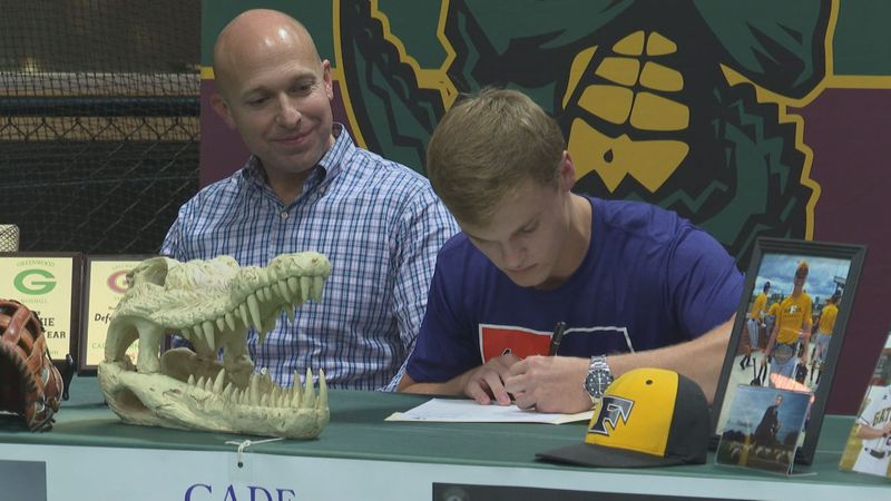 cade thornton signs with the Aces