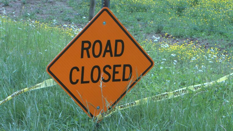 Road closure sign in Smiths Grove