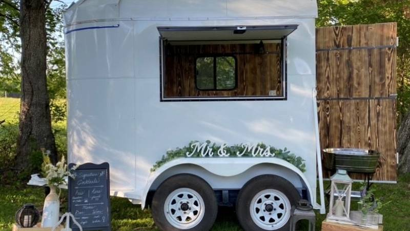 A Bowling Green couple converts vintage horse trailer into a mobile bartending service.