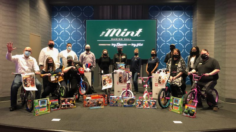 Kentucky Downs donates to Toys for Tots